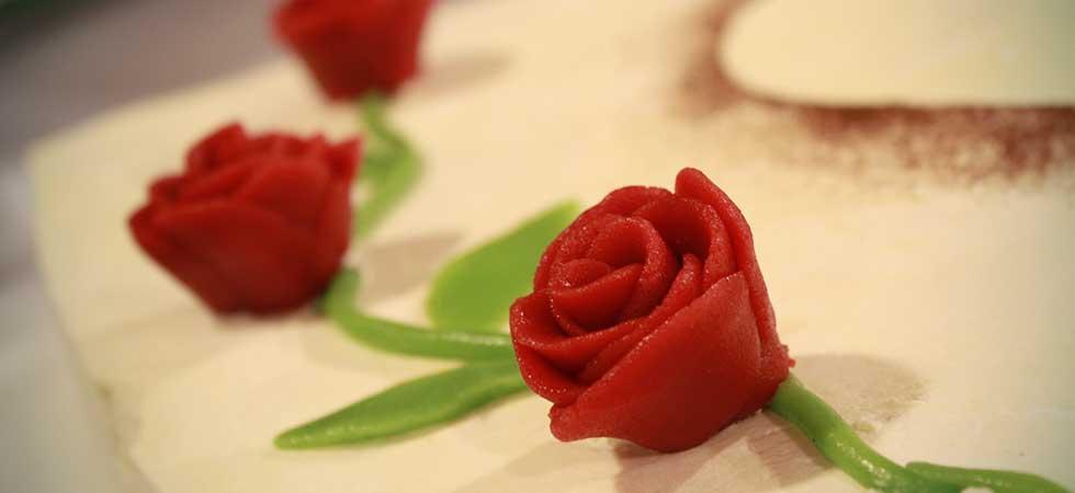 Dessertspezialitaeten Marzipan Rose